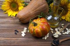 Натюрморт осени с тыквами, маслом и солнцецветами Стоковые Фотографии RF