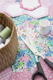 Натюрморт лоскутного одеяла делая материал и инструменты Стоковая Фотография RF