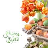 Натюрморт пасхи с оранжевыми тюльпанами и украшениями пасхи Стоковое Изображение