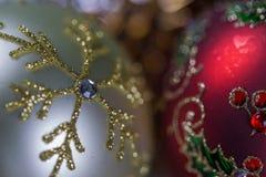 Натюрморт рождества - немногие безделушки рождества Конец-вверх Стоковое фото RF