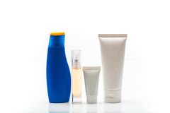 Натюрморт снятый бутылки шампуня. Фото на белом b Стоковые Изображения