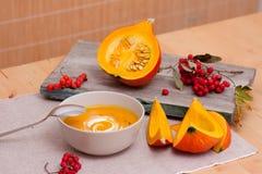 Натюрморт супа тыквы Стоковые Фотографии RF