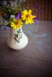 Натюрморт с вазой и маргаритками Стоковое Фото