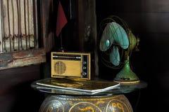 Натюрморт с винтажными бытовыми приборами стоковая фотография rf