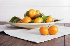 Натюрморт с мандаринами tangerines на плите Стоковое фото RF