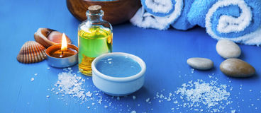 Натюрморт установки курорта с маслом ванны и лицевой щиток гермошлема, соль для принятия ванны Стоковые Изображения RF