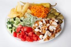 Натюрморт Shawarma на перце лука моркови капусты цыпленка мяса плиты Стоковое фото RF