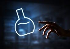 Наука и концепция исследования с символом трубки на темной внутренней предпосылке стоковое фото