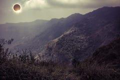 Научное естественное явление Полное солнечное затмение с диамантом Стоковая Фотография