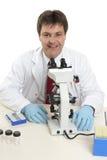 научный работник исследователя лаборатории стоковая фотография