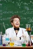 Научный работник смеется над сумашедше стоковая фотография rf
