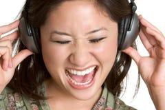 наушники девушки пея Стоковые Фотографии RF