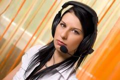 наушники девушки центра телефонного обслуживания Стоковое Изображение RF