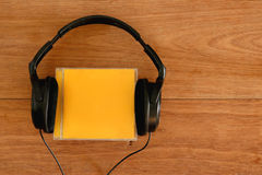 Наушники и компакт-диск Стоковая Фотография