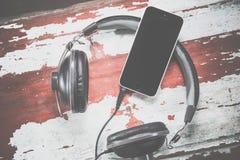 Наушники и фото телефона винтажные, слушают к музыке Стоковые Фото