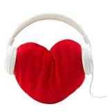 Наушники при красное сердце изолированное на белой предпосылке Стоковое Изображение RF