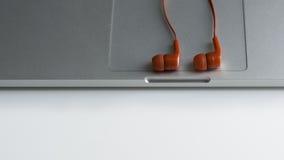 Наушник красного цвета тетради Стоковое Фото