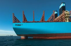 Находка, Россия - 12-ое января 2019: Кормите большое положение контейнеровоза на рейде стоковое изображение