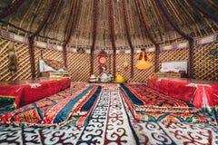 Национальное традиционное украшение потолка yurt Орнамент Kazakhstani Винтажный соткать картин Украшение Yurt стоковые фотографии rf