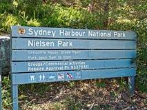 Национальный парк гавани Сиднея, деревянный знак улицы, Австралия Стоковое Изображение RF
