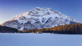 Национальный парк замерли ландшафтом, который озера зим скалистых гор Banff Альберта Канада стоковая фотография