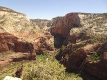 Национальный парк Сиона - верхняя часть ангелов приземляясь след в Юте, США стоковая фотография