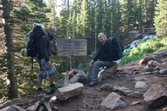 Национальный парк скалистых гор, с hikers на следе Longs пик Стоковые Изображения RF