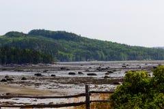 Национальный парк Bic во время отлива около Rimouski стоковое фото