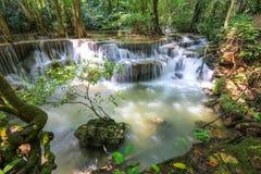 Национальный парк Khuean Srinagarindra водопада Huai Mae Khamin, тропический лес, красивые водопад и популярный с туристами для a стоковые изображения