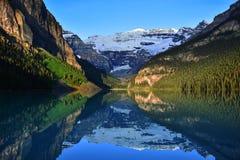 национальный парк louise озера banff стоковое изображение