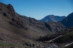 Национальный парк Toubkal в весеннем времени Долина около убежища Toubkal, Стоковое Изображение RF