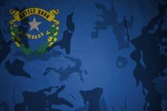 национальный флаг Невады на хаки текстуре винтовка s зеленого цвета m4a1 флага принципиальной схемы конца тела штурма панцыря вои Стоковая Фотография RF