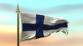Национальный флаг Финляндии развевая в ветре против петли замедленного движения предпосылки неба захода солнца безшовной акции видеоматериалы