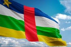 Национальный флаг Центральноафриканской Республики развевая иллюстрация 3d предпосылки голубого неба реалистическая бесплатная иллюстрация
