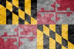 Национальный флаг штата США Мэриленда внутри против серой ветоши ткани в день независимости в других цветах сини иллюстрация штока