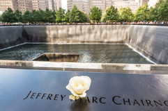 Национальный мемориал 11-ое сентября 9/11 на месте эпицентра всемирного торгового центра Стоковое фото RF