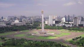Национальный монумент Джакарты снятый сверху видеоматериал