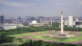 Национальный монумент Джакарты снятый сверху акции видеоматериалы