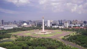 Национальный монумент Джакарты снятый сверху сток-видео