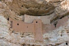 Национальный монумент замка Montezuma, старые жилища скалы Стоковые Фото