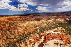 Национальный парк каньона Bryce пункта Bryce амфитеатра шторма приходя Стоковые Изображения