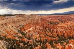 Национальный парк каньона Bryce пункта Bryce амфитеатра шторма приходя Стоковое Фото