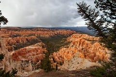 Национальный парк каньона Bryce - шторм на заходе солнца, Соединенные Штаты Америки снега Стоковые Изображения