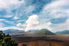 Национальный парк Bromo Tengger Semeru, Ява, Индонезия Извергать вулкан Bromo Стоковое Фото