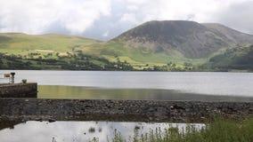 Национальный парк Cumbria Англия Великобритания района озера вод Ennerdale с стеной акции видеоматериалы