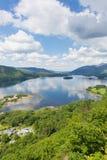 Национальный парк Cumbria района озера вод Derwent к югу от Keswick повысил взгляд Стоковые Изображения