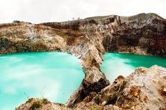 Национальный парк Kelimutu в Индонезии Покрашенные озера в кратере вулкана Kelimutu, Flores Стоковые Изображения RF