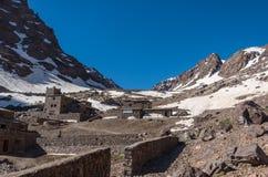 Национальный парк Toubkal в весеннем времени с держателем, крышкой снегом стоковые фотографии rf