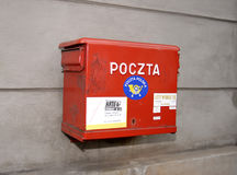 Национальный почтовый ящик красного цвета столба Стоковая Фотография RF