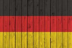 Национальный флаг Германии на старой деревянной предпосылке Стоковые Изображения RF